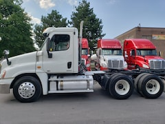 2012 FREIGHTLINER cascadia day cab 13 speed low km