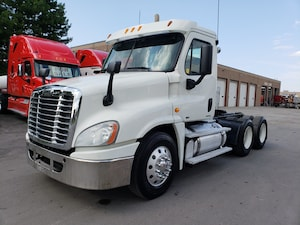 2012 FREIGHTLINER Cascadia day cab low km