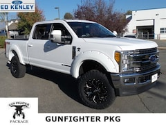 2017 Ford Super Duty F-350 SRW Lariat Truck