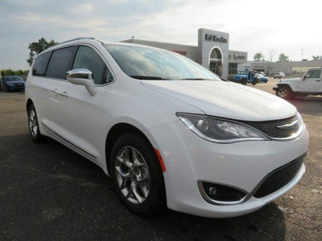 New 2018 Chrysler Pacifica LIMITED Passenger Van Near Grand Rapids