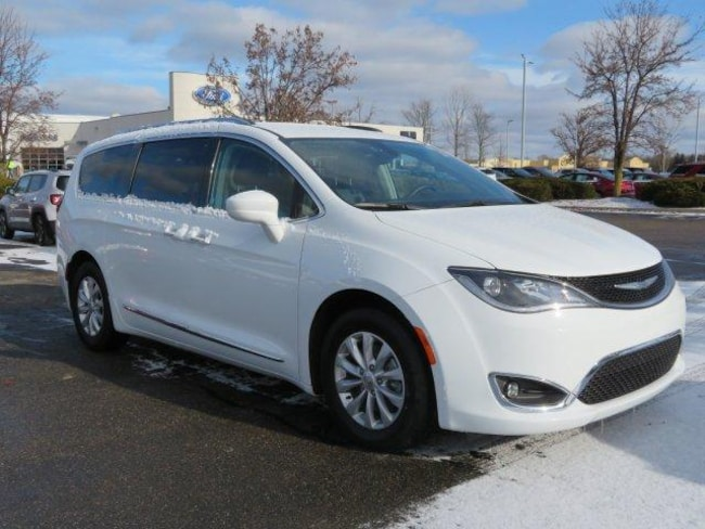 Used 2018 Chrysler Pacifica Touring L Van Near Grand Rapids