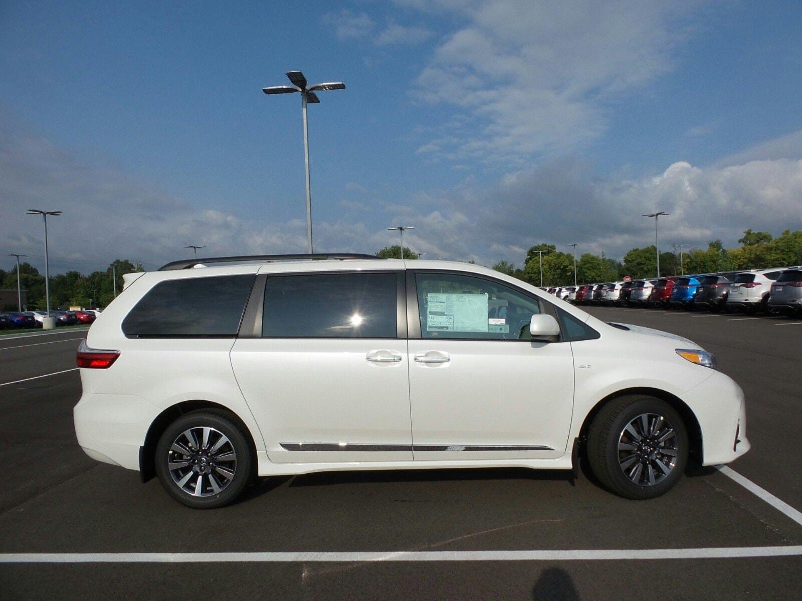 2019 Toyota Sienna XLE 7 Passenger Van Passenger Van