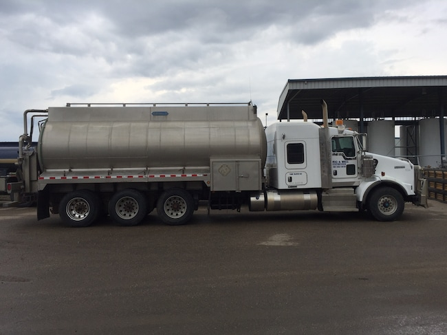 Used 2013 KENWORTH T800 near Edmonton, AB