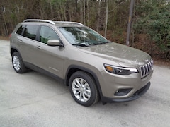 New 2019 Jeep Cherokee LATITUDE FWD Sport Utility in Florence, SC