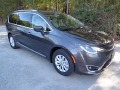 New 2018 Chrysler Pacifica TOURING L Passenger Van in Florence, SC