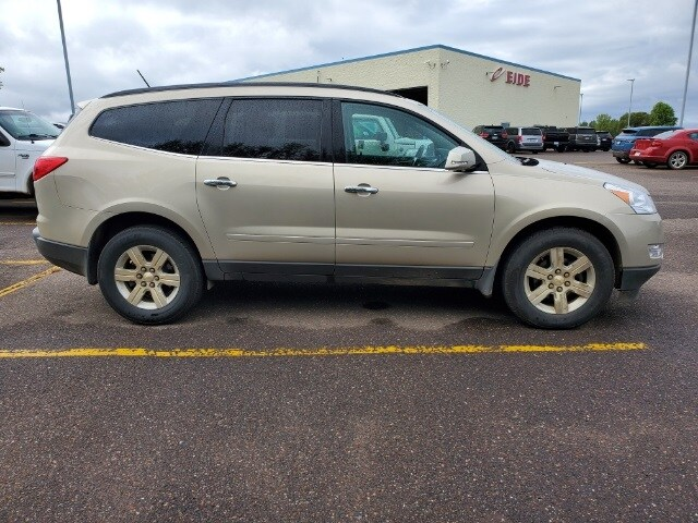 Used 2010 Chevrolet Traverse 2LT with VIN 1GNLVGED1AJ255424 for sale in Pine City, Minnesota