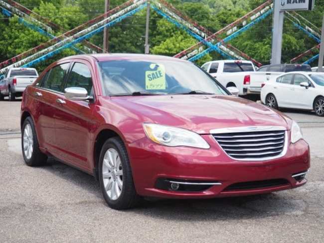 Used 2013 Chrysler 200 Limited Sedan for sale in Wheeling, WV near St. Clairsville OH