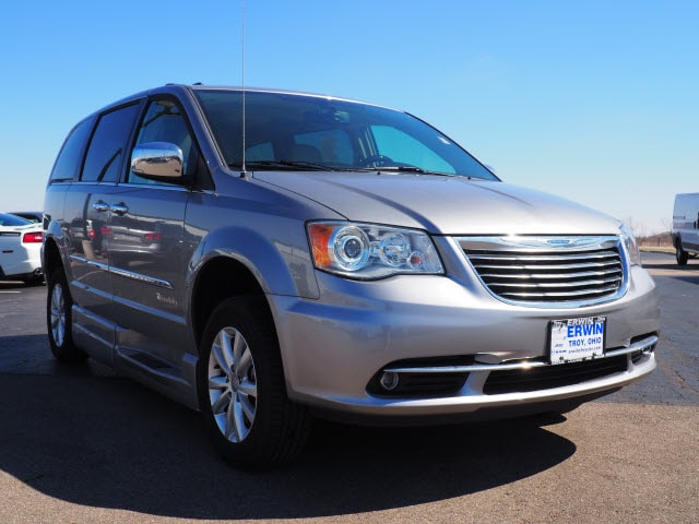 2016 Chrysler Town & Country Limited Platinum Limited Platinum  Mini-Van