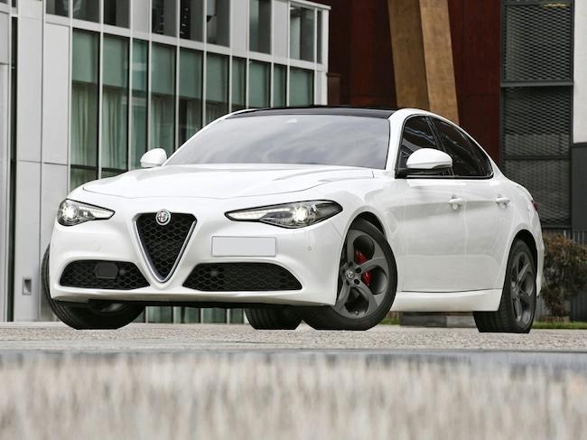 New 2019 Alfa Romeo Giulia | NERO PKG | NAV | CAM | SAT | PARK ASST | HTD STS | APPLE CARPLAY | YELLOW CLPRS | DARK WLS | $4K OPTS Sedan in the Dallas area