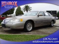1999 Lincoln Town Car Signature Sedan