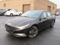 New 2021 Hyundai Elantra SEL Sedan near Chicago, IL