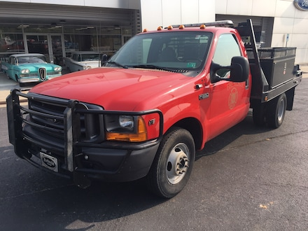 2001 Ford Super Duty F-350 DRW XL Chassis Truck