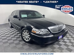 2009 Lincoln Town Car Signature Limited Large Passenger Car