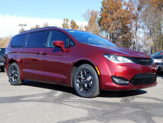 New 2019 Chrysler Pacifica TOURING L PLUS Passenger Van in Muncy