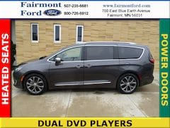2017 Chrysler Pacifica Limited Mini-van, Passenger