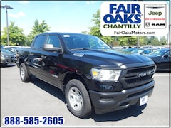 New 2019 Ram 1500 TRADESMAN CREW CAB 4X4 5'7 BOX Crew Cab Chantilly