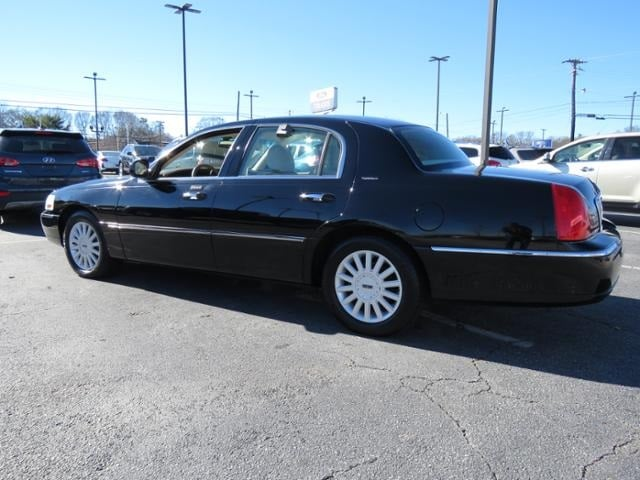 Used 2005 Lincoln Town Car Signature in Greenville, SC | 1LNHM81W15Y671755