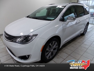 New 2019 Chrysler Pacifica LIMITED Passenger Van 2C4RC1GG4KR673471 for Sale in Cuyahoga Falls, OH
