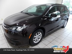 Certified Pre-Owned 2017 Chrysler Pacifica Touring Van for sale in Cuyahoga Falls, OH