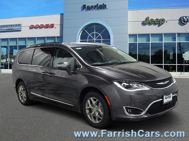 New 2019 Chrysler Pacifica LIMITED crystal metallic exterior black interior 0 miles Stock C1048