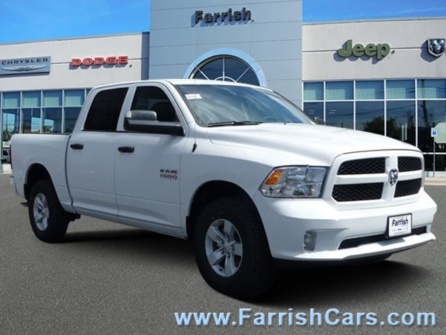 New 2018 Ram 1500 EXPRESS CREW CAB 4X4 57 BOX bright white clearcoat exterior diesel grayblack i