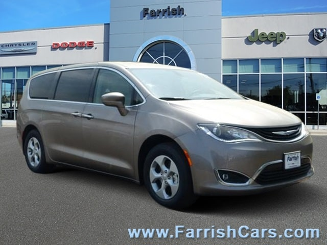 New 2018 Chrysler Pacifica Hybrid TOURING PLUS molten silver exterior black interior 0 miles Sto