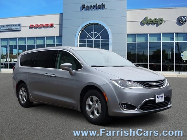New 2018 Chrysler Pacifica Hybrid TOURING PLUS billet silver metallic exterior