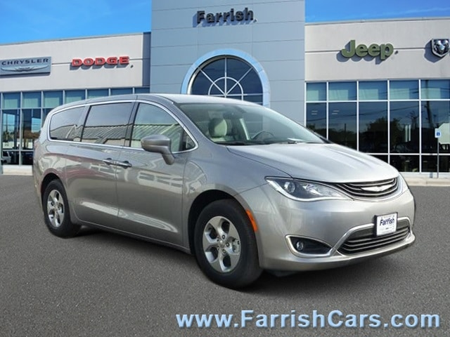 New 2018 Chrysler Pacifica Hybrid TOURING PLUS billet silver metallic exterior