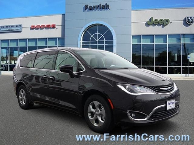 New 2018 Chrysler Pacifica Hybrid TOURING PLUS cordovan exterior black interior Stock C10353 VI