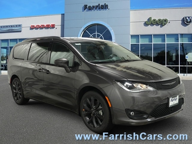 New 2019 Chrysler Pacifica TOURING L crystal metallic exterior blackblackblack interior 0 miles