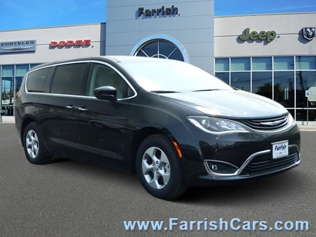 New 2018 Chrysler Pacifica Hybrid TOURING PLUS brilliant black crystal pearlcoat exterior black in