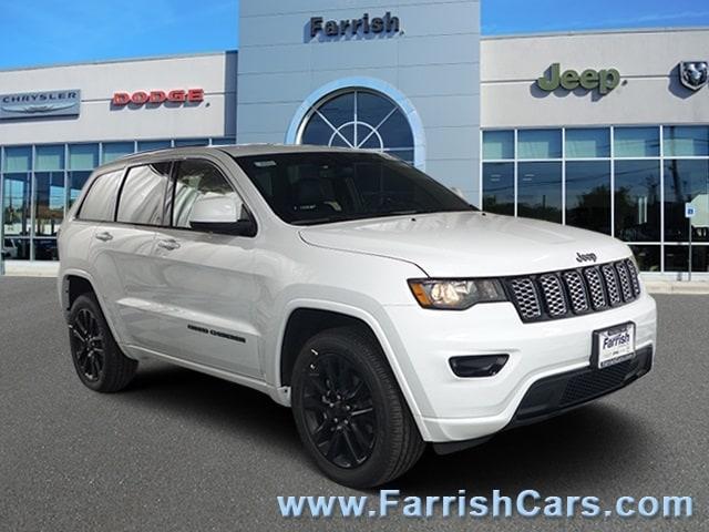 New 2019 Jeep Grand Cherokee ALTITUDE 4X4 bright white clearcoat exterior black interior Stock 3