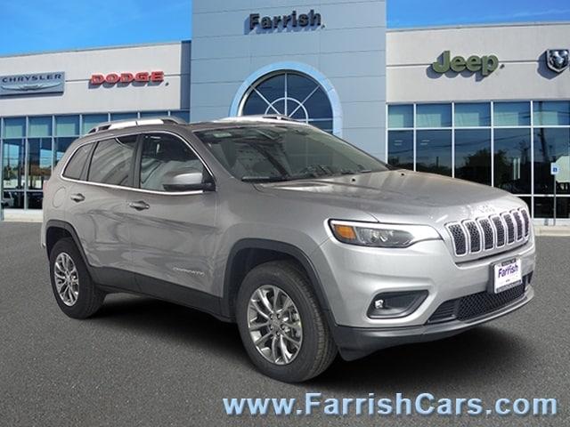 New 2019 Jeep Cherokee LATITUDE PLUS 4X4 billet silver metallic exterior black interior Stock 33