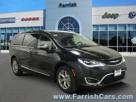 New 2019 Chrysler Pacifica LIMITED white pearl exterior black interior 0 miles Stock C10508 VI