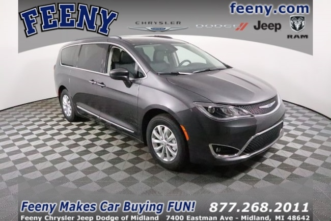 New 2019 Chrysler Pacifica TOURING L Passenger Van In Midland