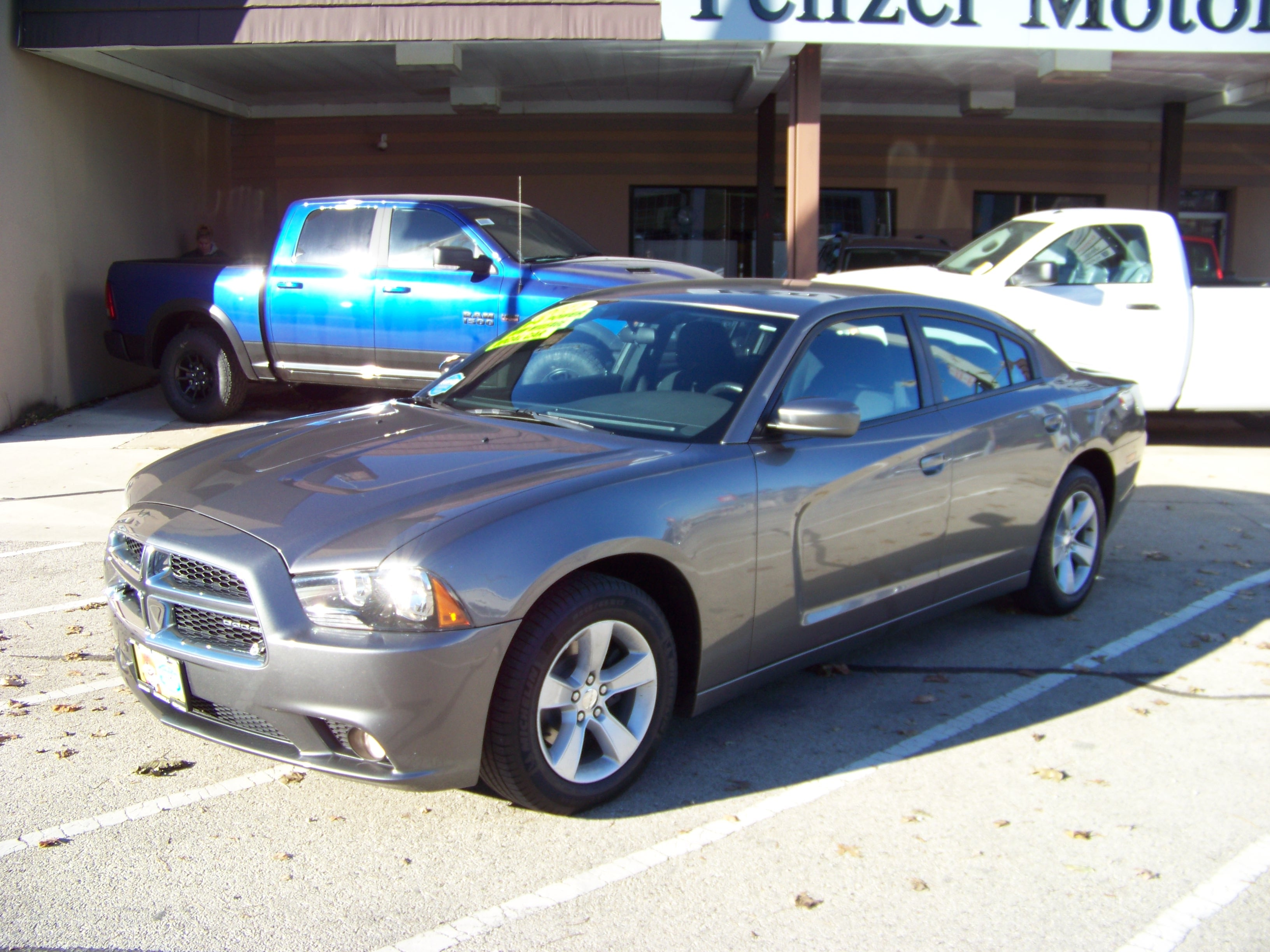 2011 Dodge Charger SE w/Low miles Sedan