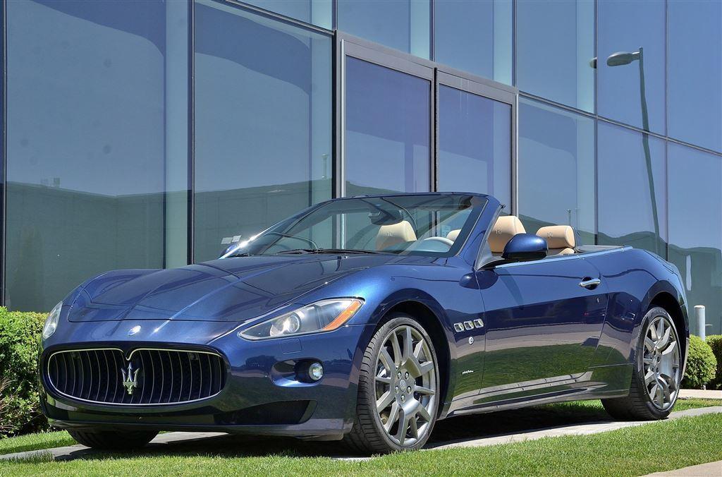 2011 Maserati GRANTURISMO CONVERTIBLE **S** Décapotable ou cabriolet