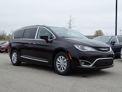 2018 Chrysler Pacifica TOURING L Passenger Van