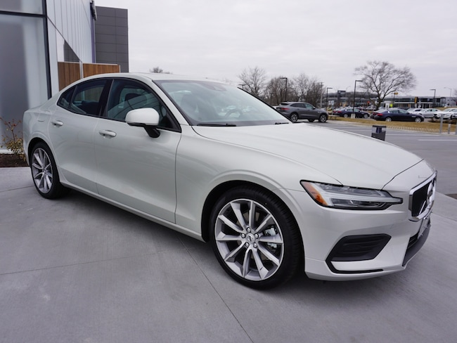 new 2019 Volvo S60 T5 Momentum Sedan For Sale/lease madison WI