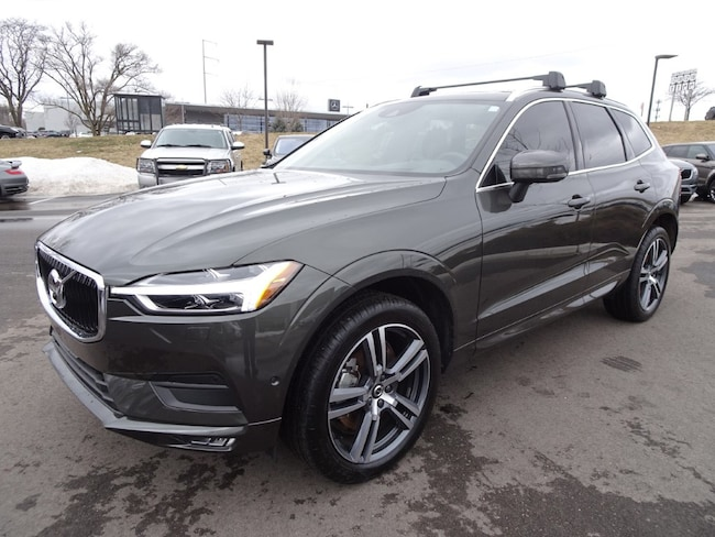 certified pre owned 2018 Volvo XC60 T6 AWD Momentum SUV in Madiscon WI