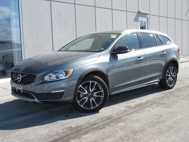 certified pre owned 2018 Volvo V60 Cross Country T5 AWD Wagon in Madiscon WI