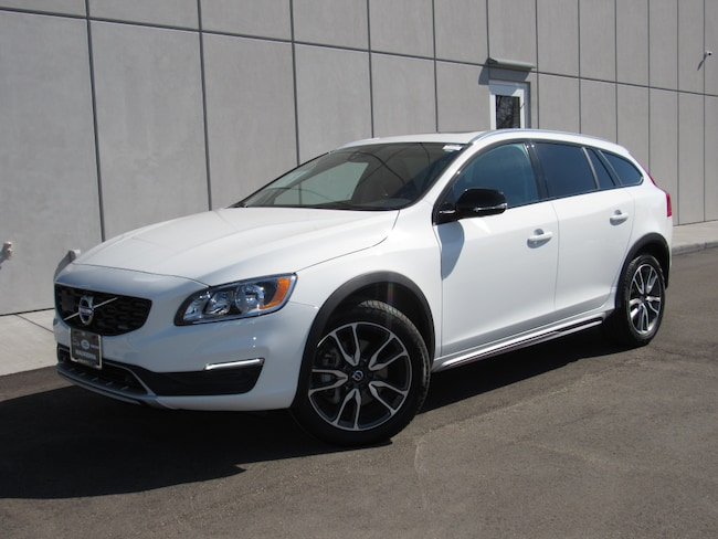 used 2018 Volvo V60 Cross Country T5 AWD Wagon in waukesha wi