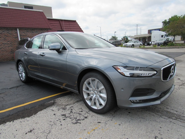 certified pre owned 2017 Volvo S90 T6 AWD Momentum Sedan in Madiscon WI