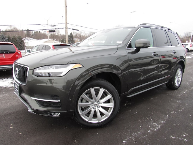 certified pre owned 2018 Volvo XC90 T6 AWD Momentum (7 Passenger) SUV in Madiscon WI