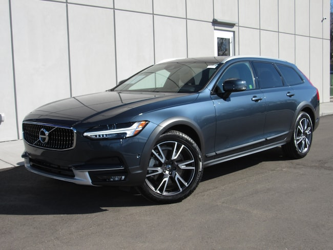 Pre-Owned 2018 Volvo V90 Cross Country T6 AWD Wagon For Sale in Waukesha, WI