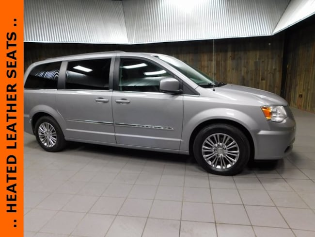2014 Chrysler Town & Country Touring-L Minivan/Van