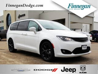 New 2019 Chrysler Pacifica TOURING L PLUS Passenger Van Only @ Finnegan! Call 281-342-9318 to Reserve This One!