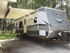 Used 2016 CROSSROADS ZINGER Travel Trailer in Fitzgerald, GA