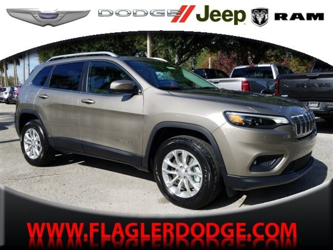 New 2019 Jeep Cherokee LATITUDE 4X4 Sport Utility for sale/lease Palm Coast, FL