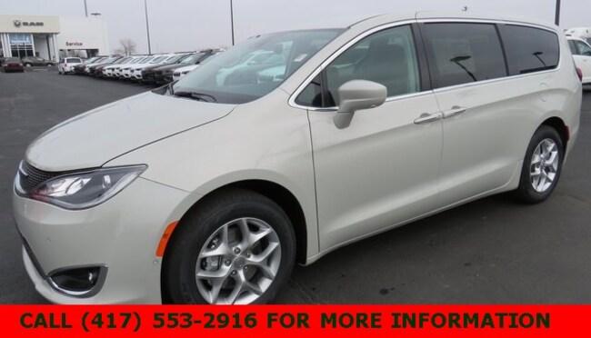 New 2019 Chrysler Pacifica TOURING PLUS Passenger Van 2C4RC1FG5KR588995 For Sale/Lease Joplin, MO